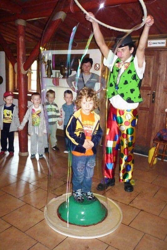 dzieci_w_bance_mydlanej-warszawa Zamykanie dzieci w bańce